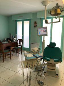 Salle de soins du cabinet d'orthodontie à Thiais - Dr Hatraf